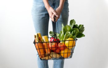 How to save on groceries and cut your grocery bill in half by using meal planning apps and weekly meal planner